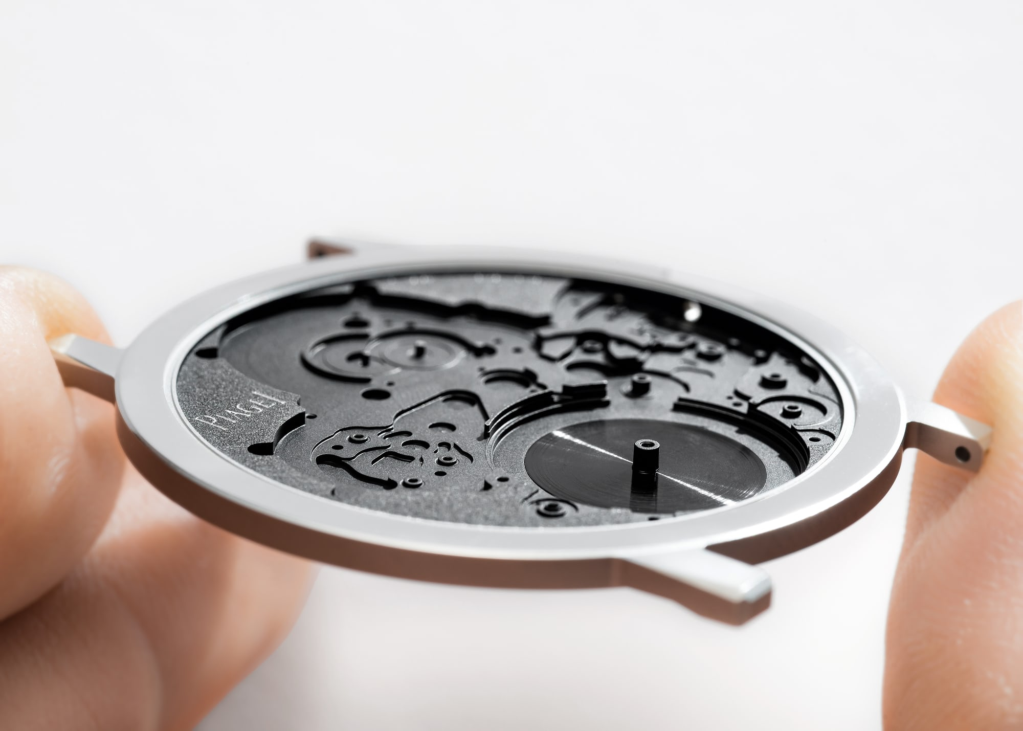 <p>The 2mm thick case also functions as the baseplate of the movement.</p>