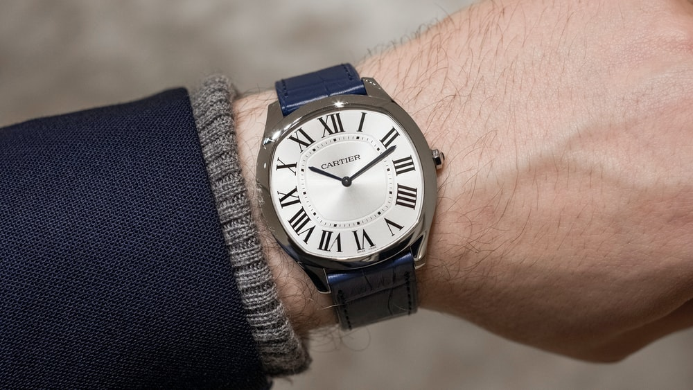 Hands On The Cartier Drive De Cartier Extra Flat In