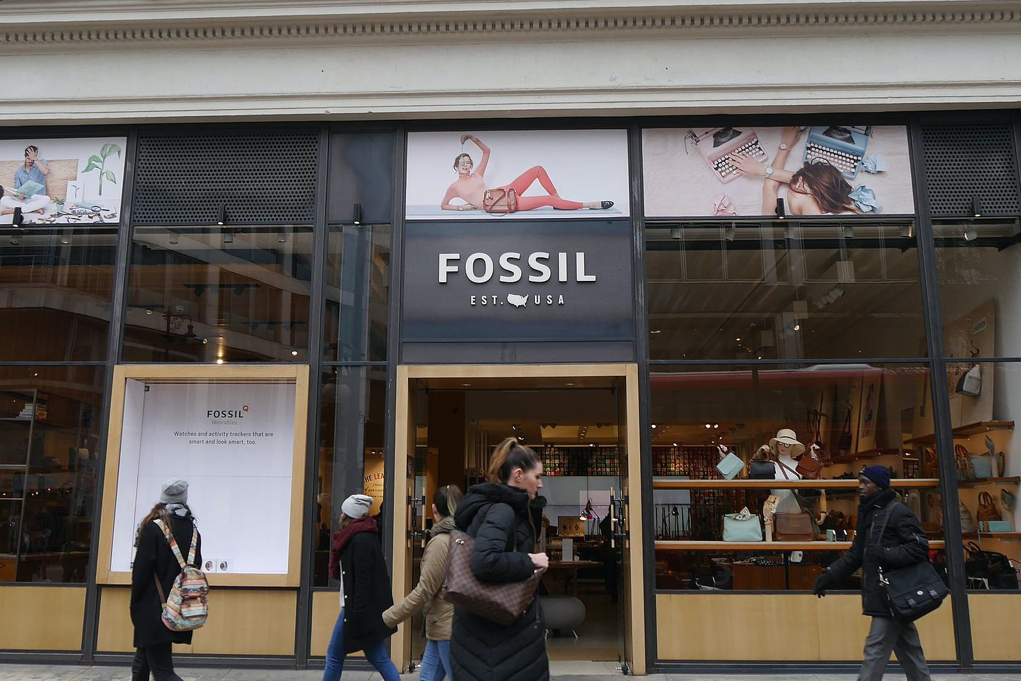 Business News: Smartwatches Are Both A Blessing And A Curse For Fossil Business News: Smartwatches Are Both A Blessing And A Curse For Fossil Fossil store Oxford Street London March 2016 01