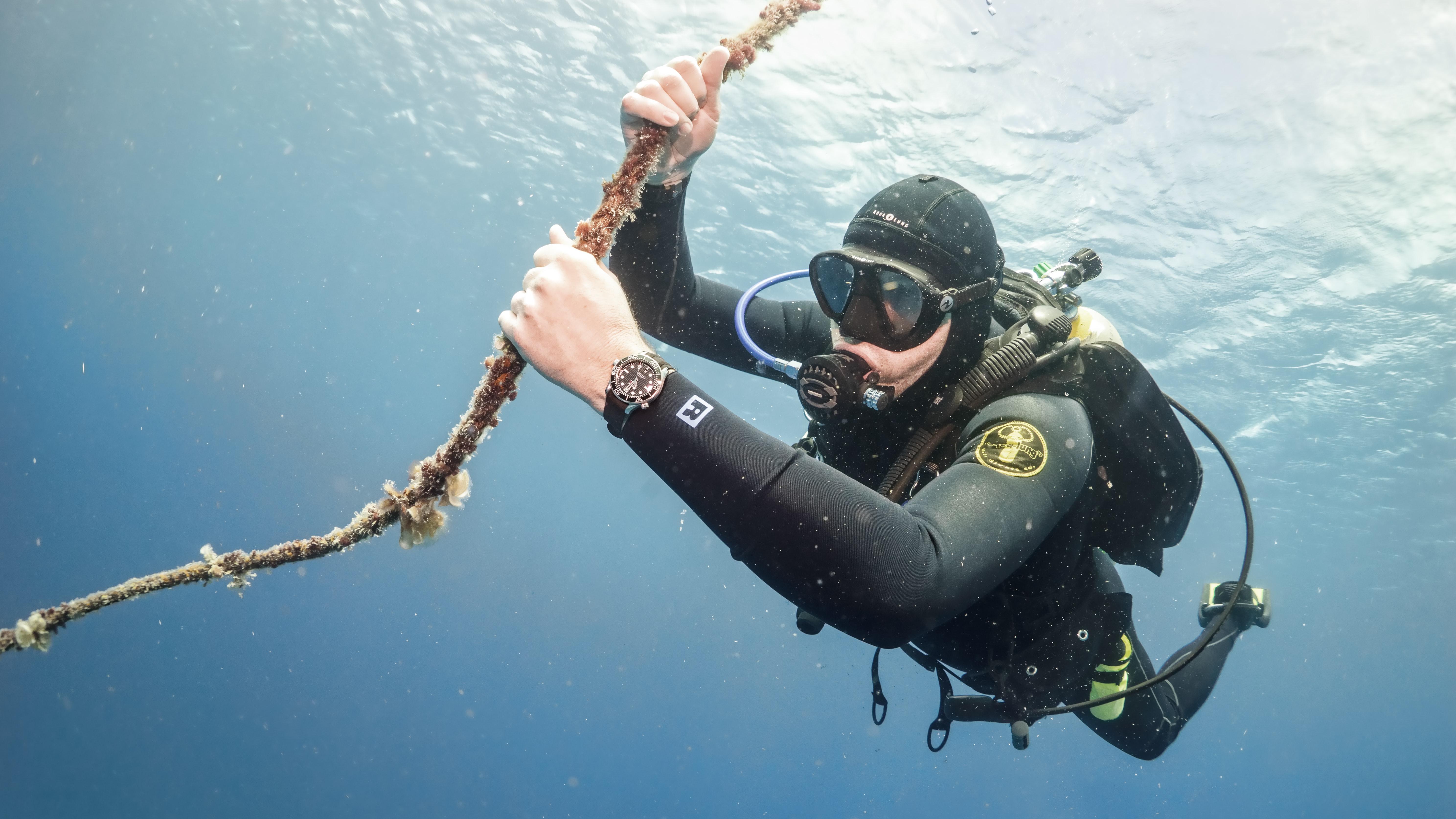 Sm300 pro uw 1.jpg?ixlib=rails 1.1  In-Depth: Diving With The Omega Seamaster Professional 300M SM300 Pro UW 1