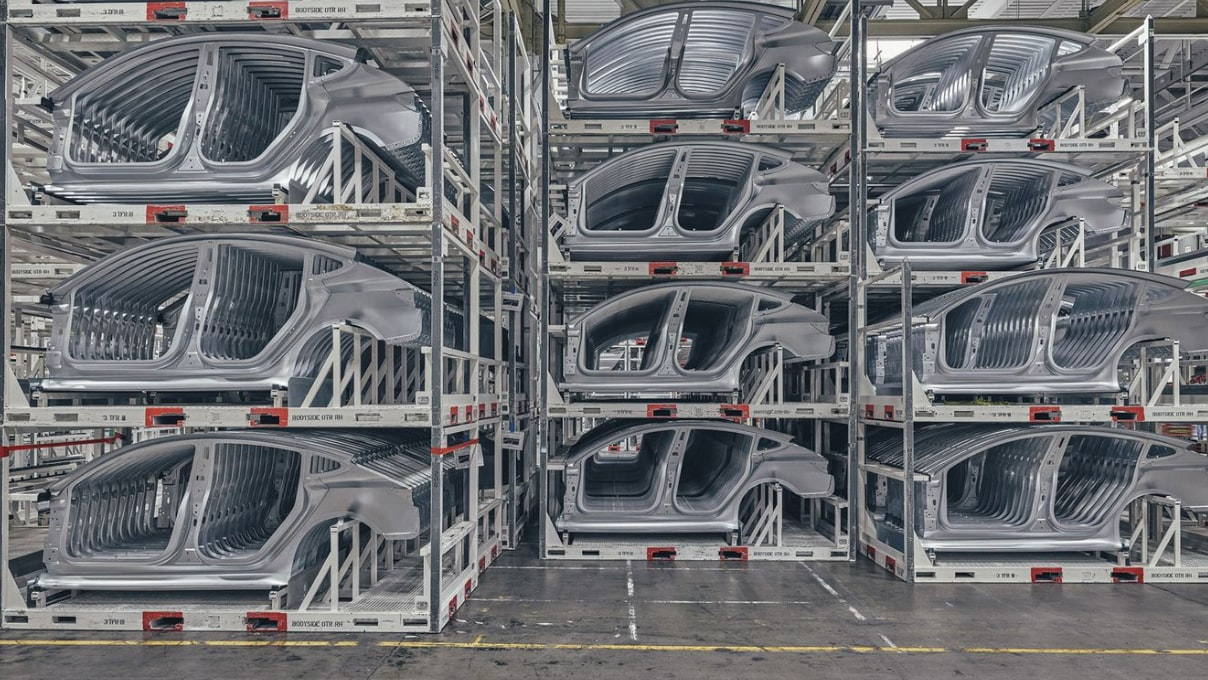 Tesla factory.jpg?ixlib=rails 1.1  Weekend Round-Up: The Palm Trees In L.A., The Car Of The Future, And The Very Last Blockbuster Video tesla factory