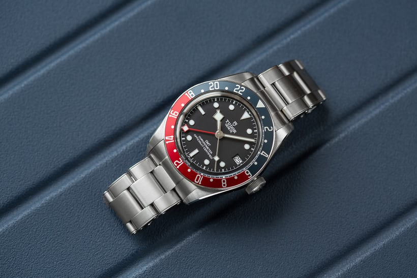 Shades of blue and red recall the history of the Rolex GMT-Master. 65978c636