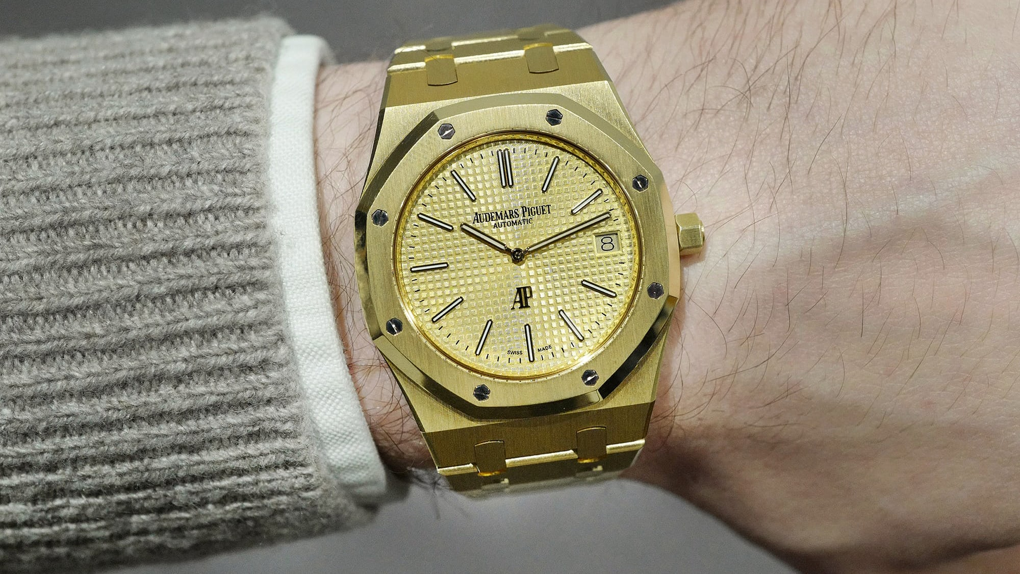Sunday Rewind: Why You Should Pay More Attention To The Solid Gold Audemars Piguet Royal Oak 'Jumbo' jumbo lede2