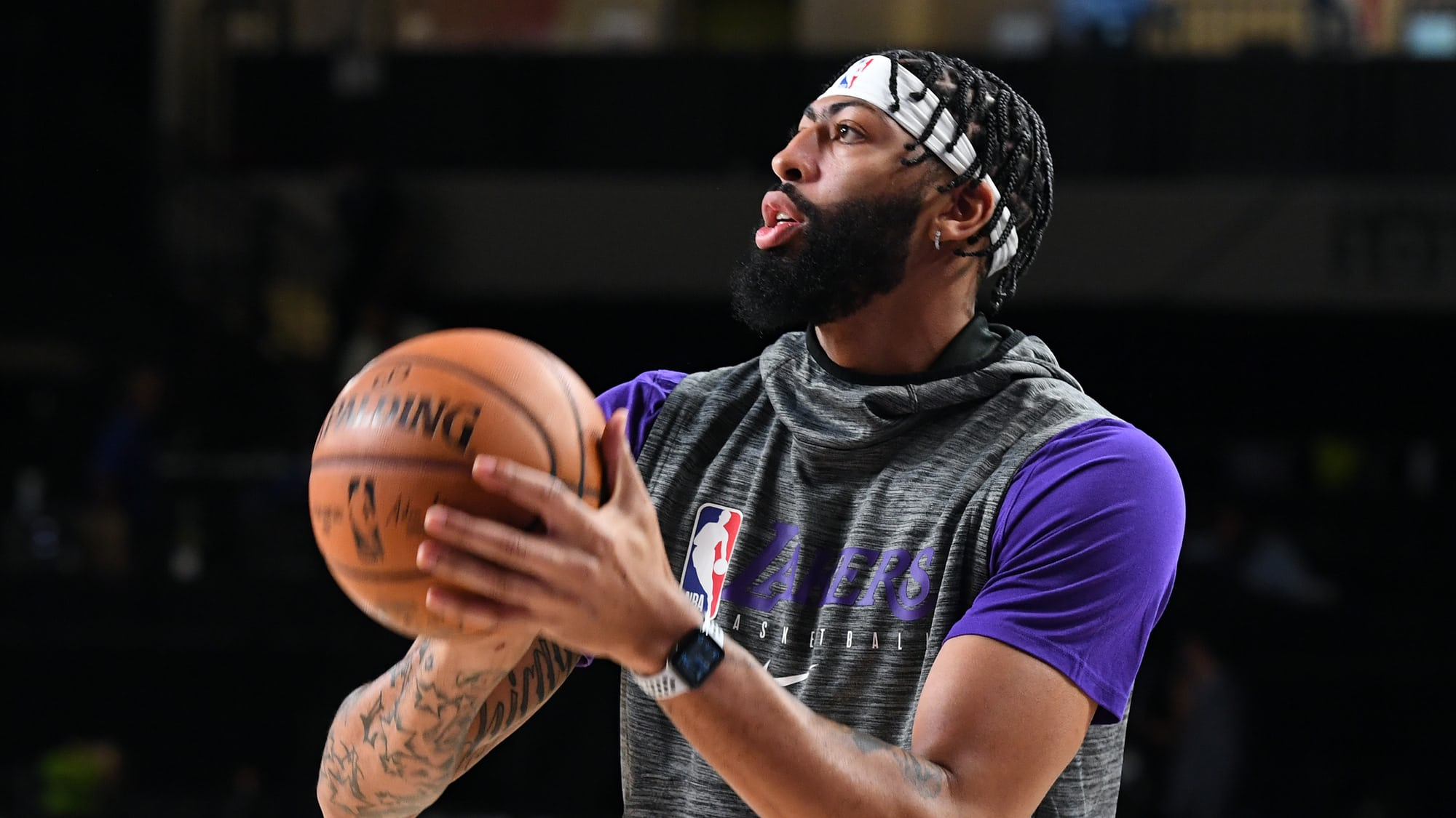 Watch Spotting: Los Angeles Laker Anthony Davis Wearing An Apple Watch While Warming Up For Game 1 Of The NBA Finals